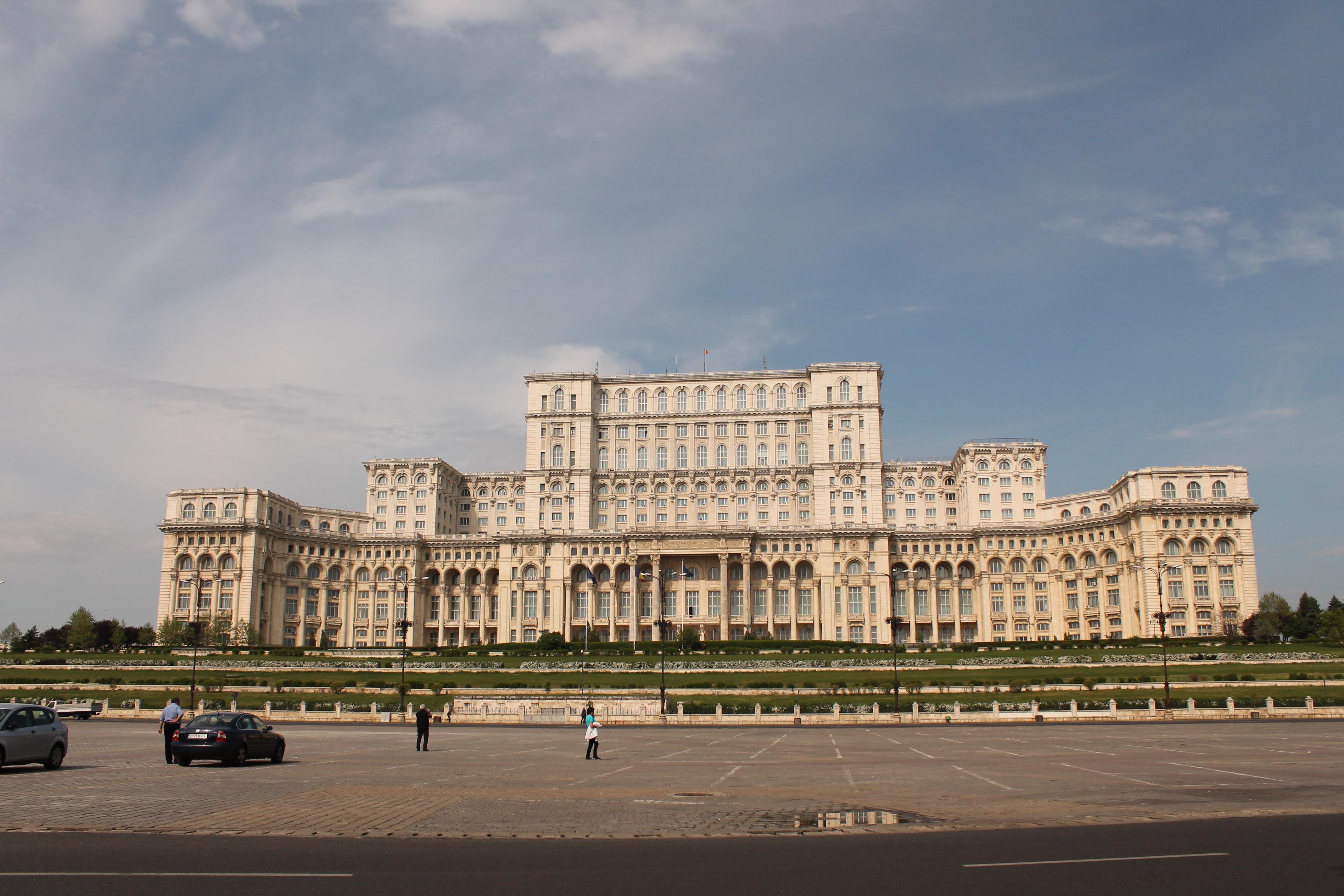 organizzare viaggi low cost - palazzo presidenziale di Bucarest