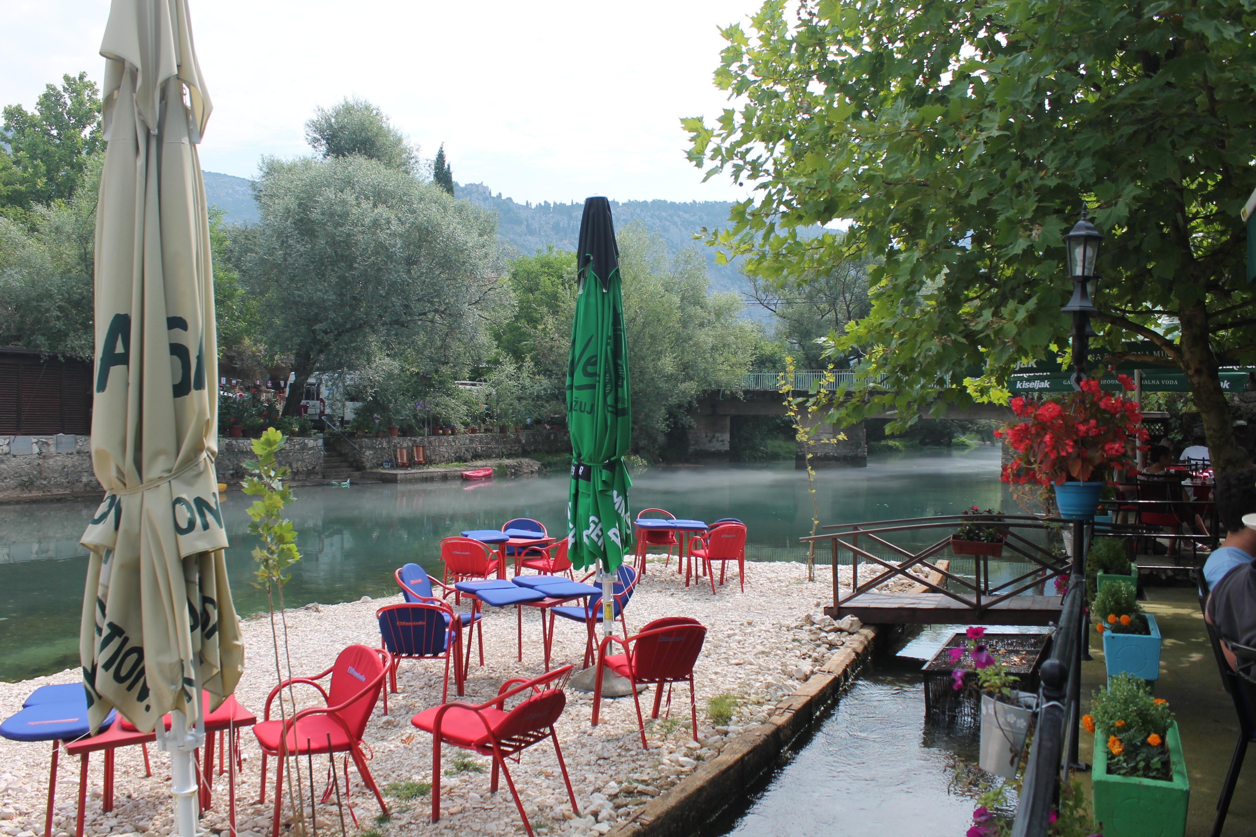 in riva al fiume vicino Mostar