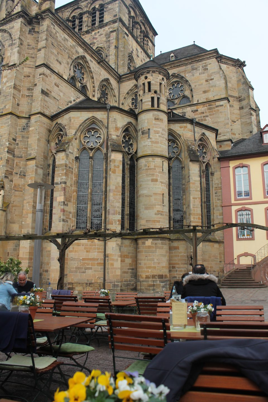 Weinstube Keselstatt - un calice di vino, vista Dom e chiesa Luterana - Treviri