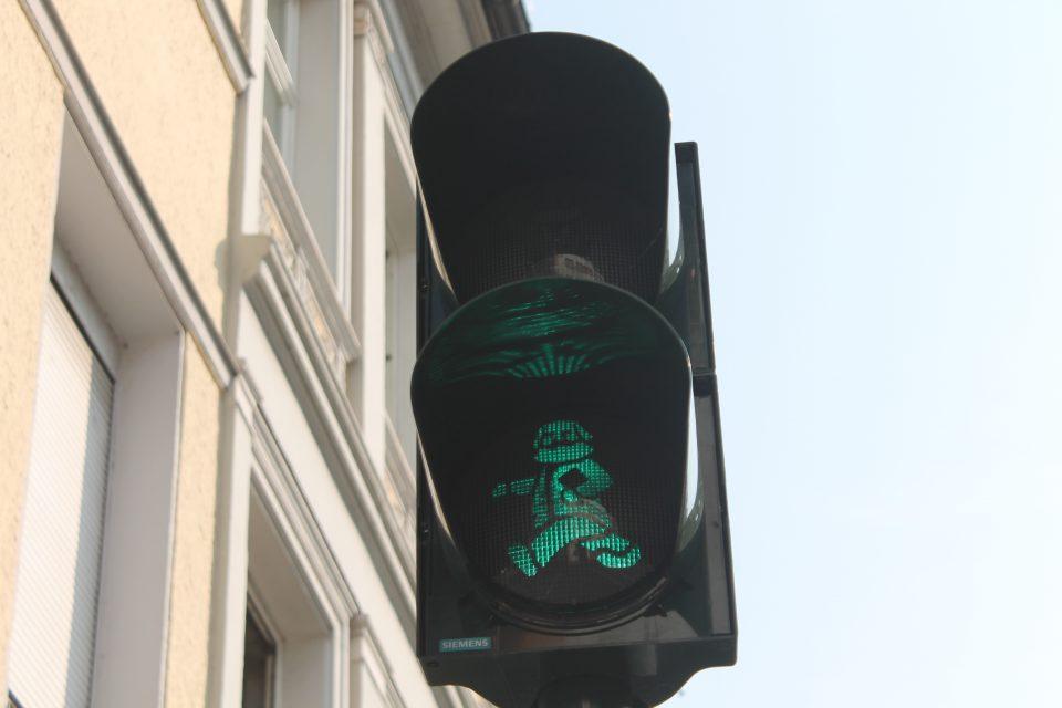 Semaforo vicino alla casa di Karl Marx