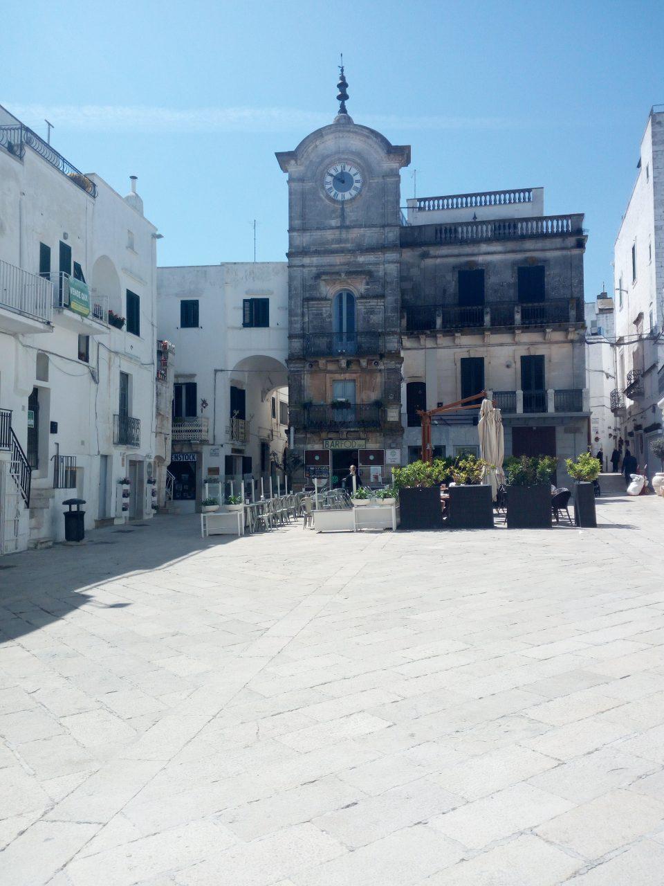 Piazza dell'orologio, Cisternino  @posh_backpackers