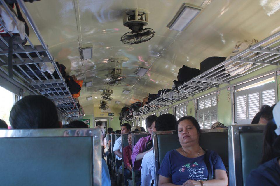Treno thailandese, terza classe
