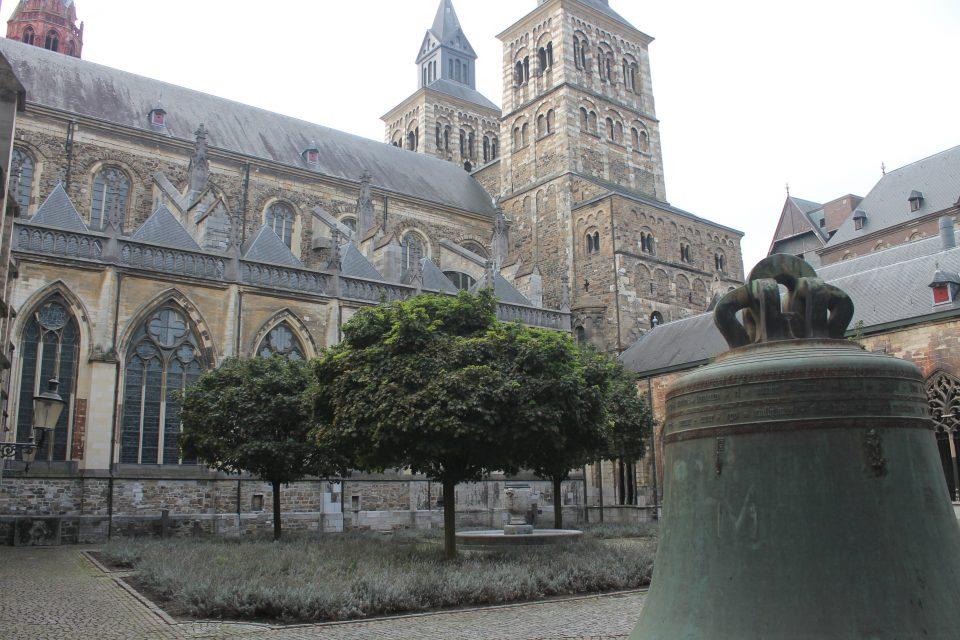 Giardino nel chiostro della chiesa di San Servazio, Maastricht