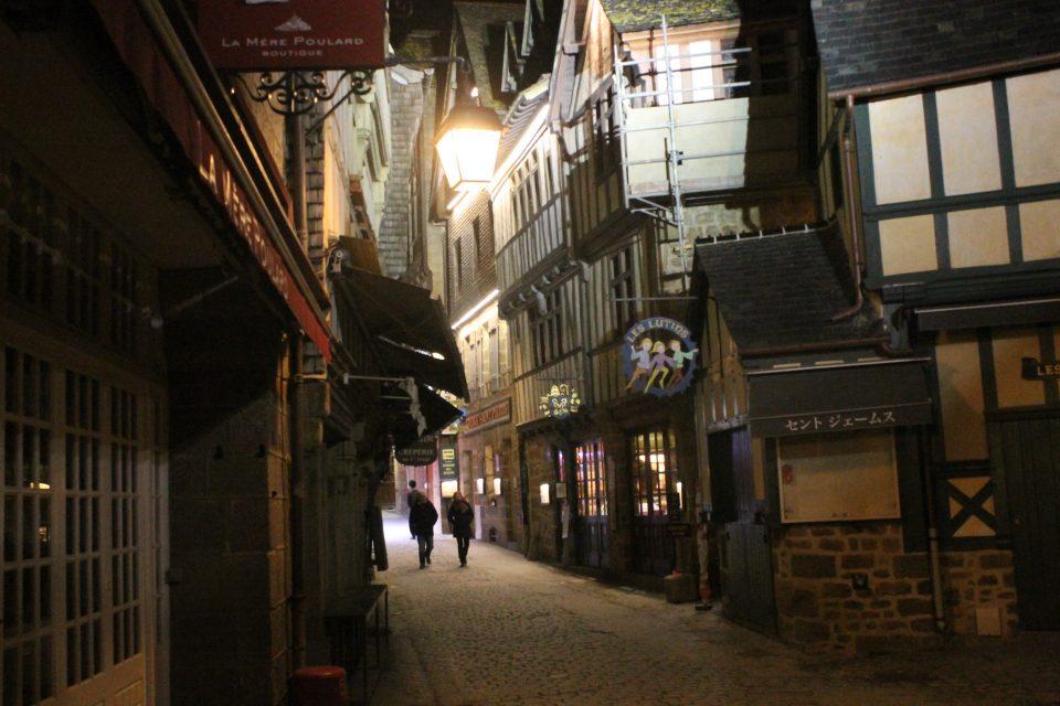 Le Mont Saint Michel di notte