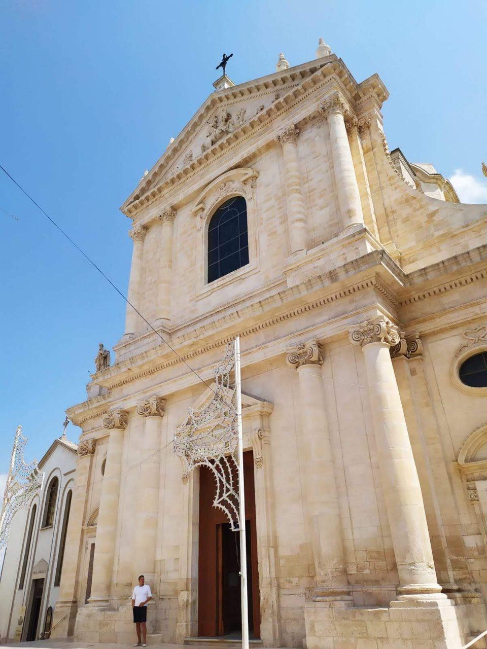 Locorotondo, chiesa di San Giorgio Martire @posh_backpackers