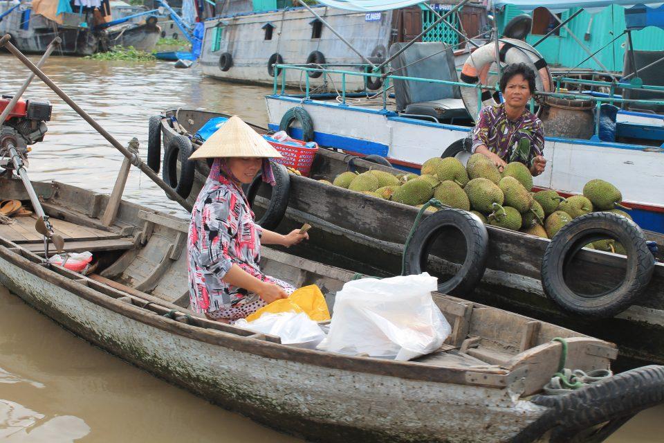 Mercati galleggianti delta  del Mekong Vietnam @posh_backpackers