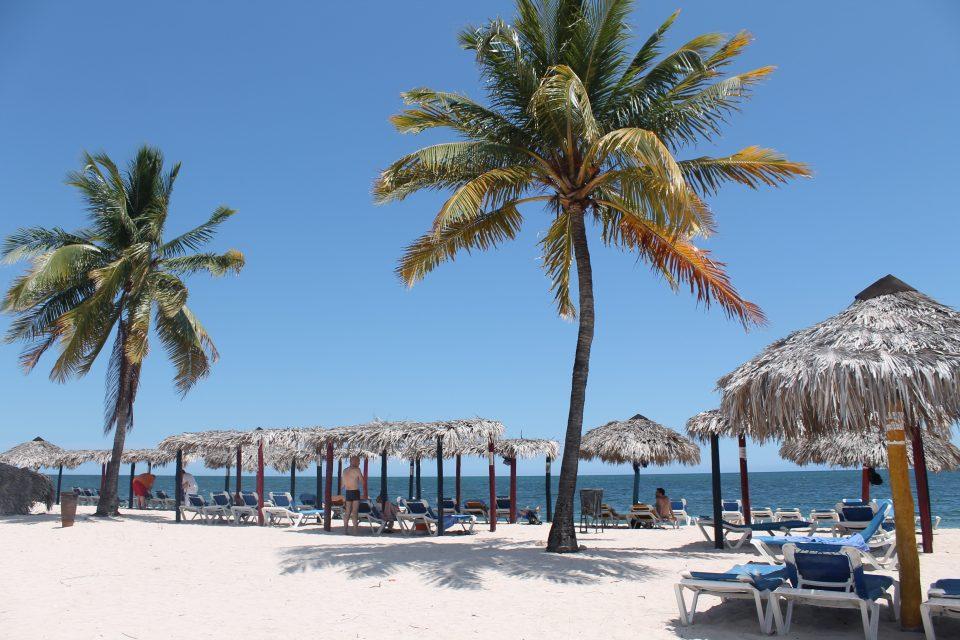 Cuba - il piano B - baretto sulla spiaggia