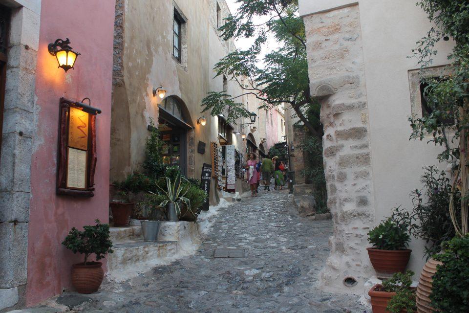 Le stradine del centro storico Monemvasia, Peloponneso @posh_backpackers