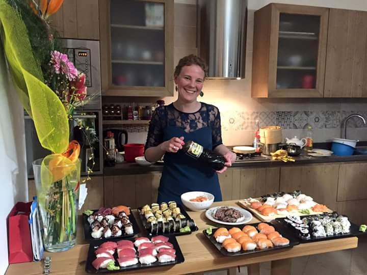 Sushi fatto in casa (foto del mio repertorio) @posh_backpackers giro del mondo in 5 piatti sushi