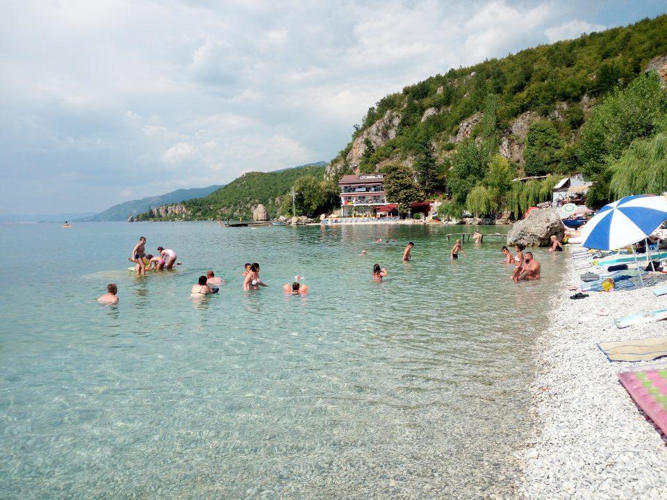 Una spiaggetta sul lago di Ohrid @posh_backpackers