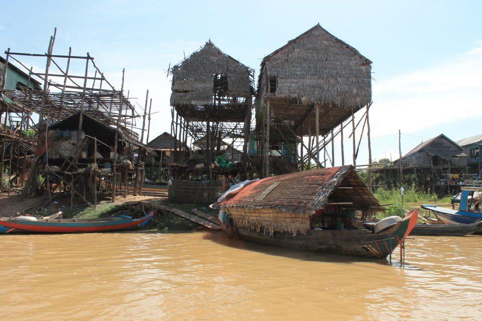 Villaggio Khmer sul lago Tonle Sap @posh_backpackers