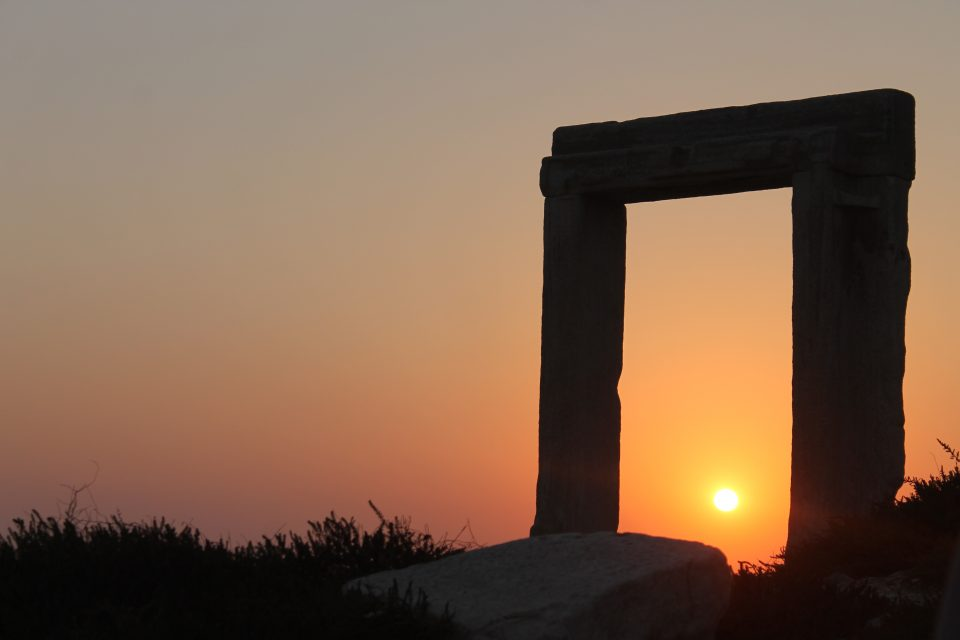Portara  Naxos @posh_backpackers