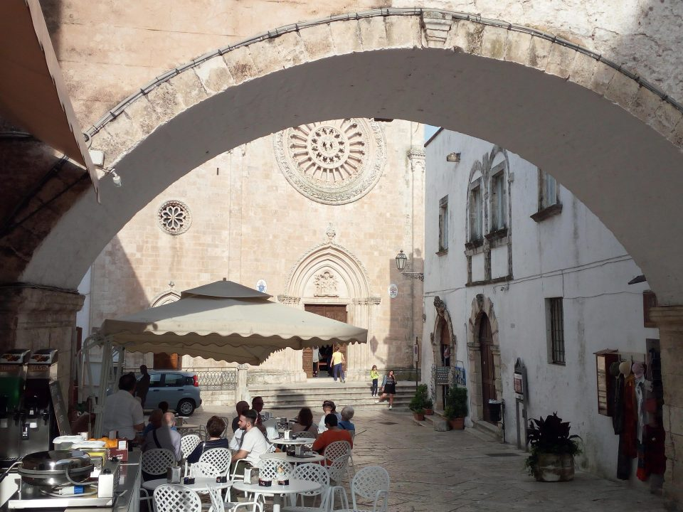 Ostuni, itinerario in Puglia Valle d'Itria- ph. @poshbackpackers