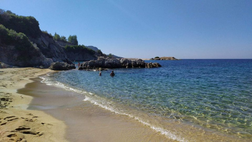 lithos beach, Penisola Calcidica ph. @poshbackpackers