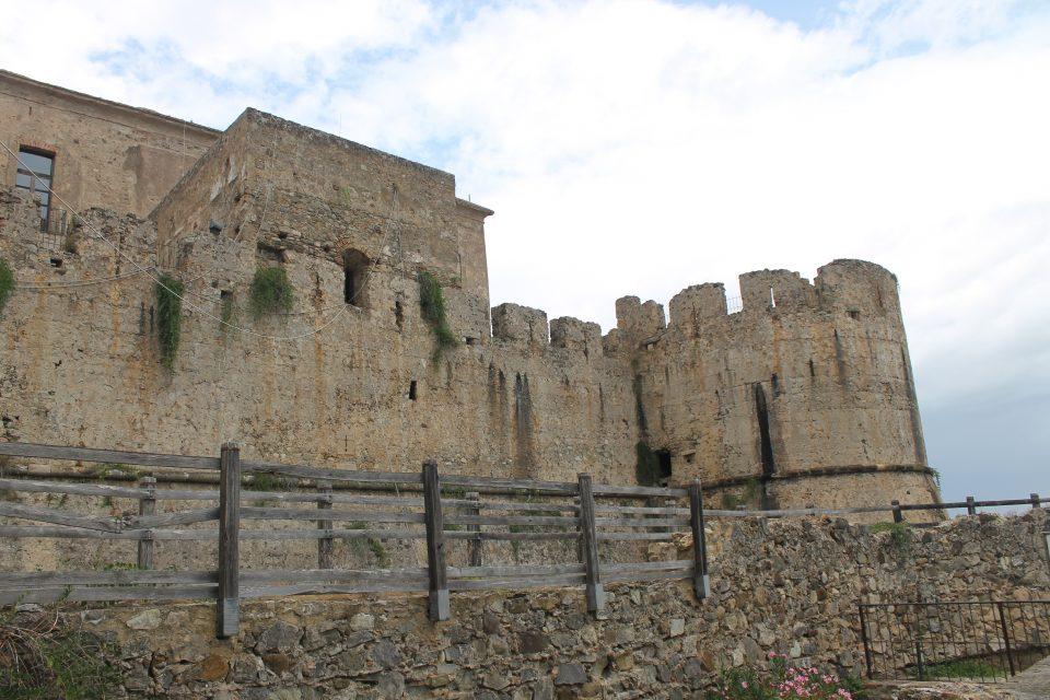 Castello di Rocca Imperiale Calabria, lungo la 106 Jonica