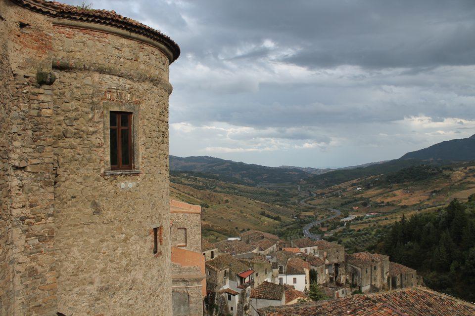 Vista su Oriolo dal Castello  Calabria lungo la 106 Jonica