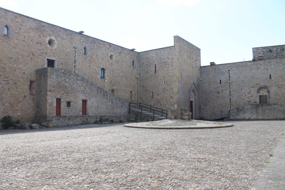 Castello di Lagopesole ph- @poshbackpackers