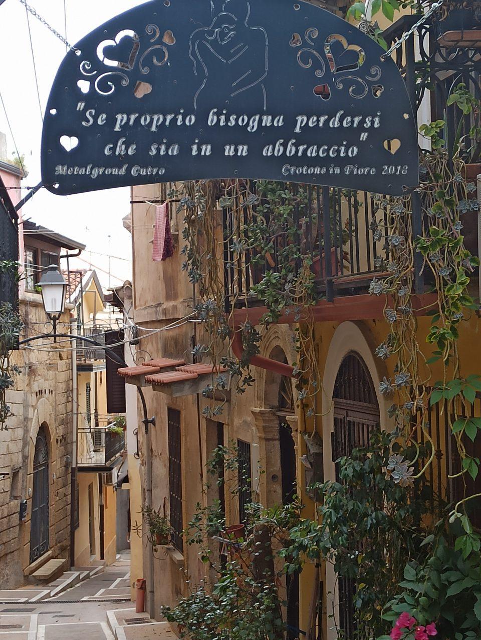 Centro storico di Crotone Calabria lungo la 106 Jonica