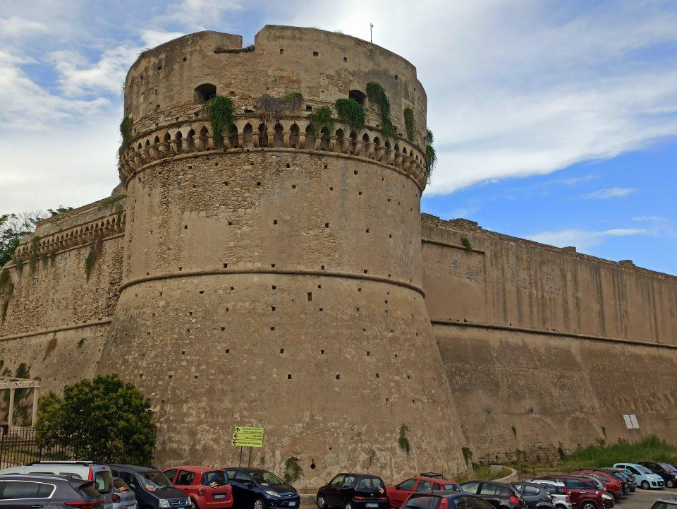 Castello di Crotone ph. Calabria lungo la 106 Jonica