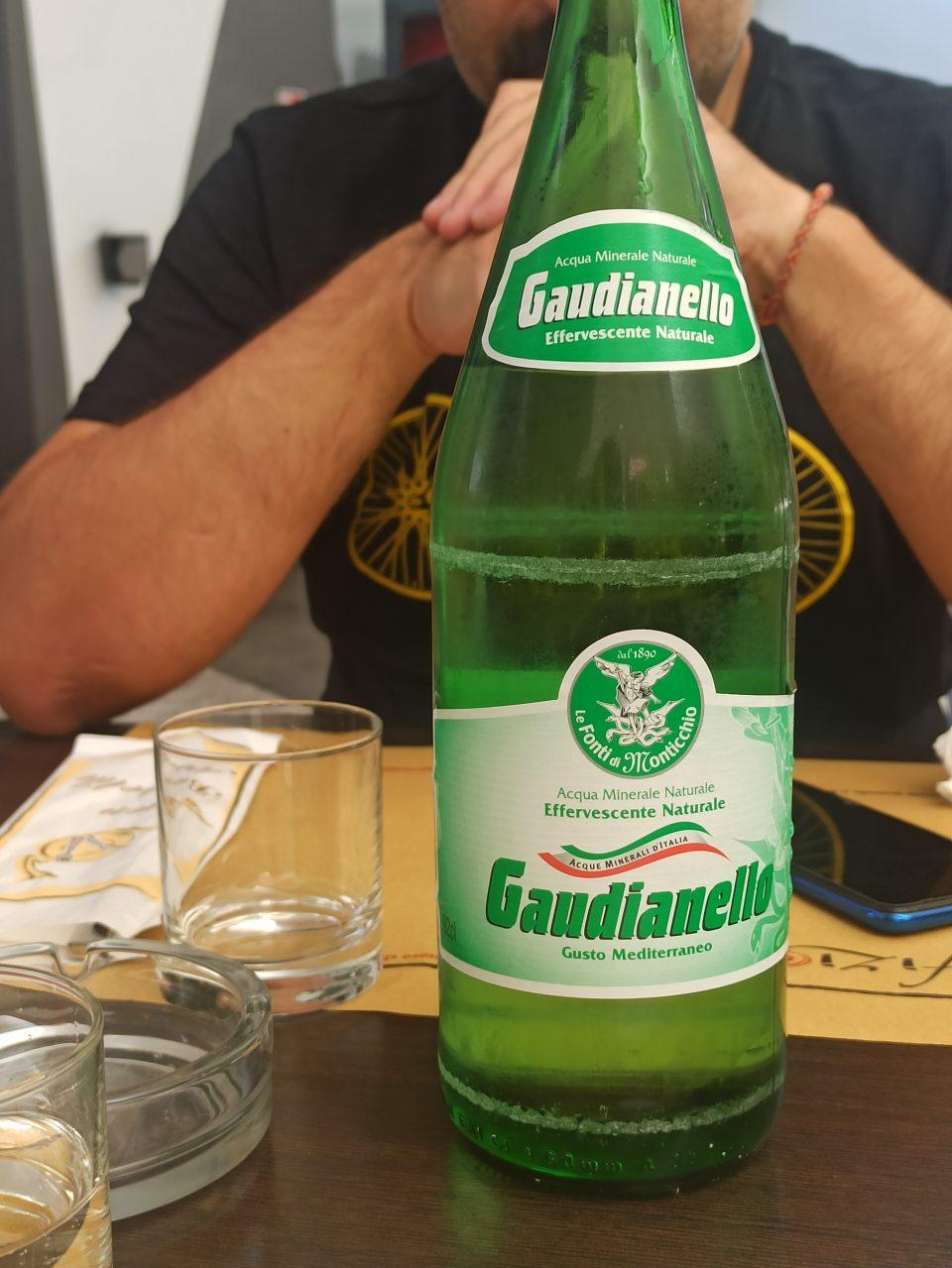 Acqua Gaudianello in bottiglia di vetro