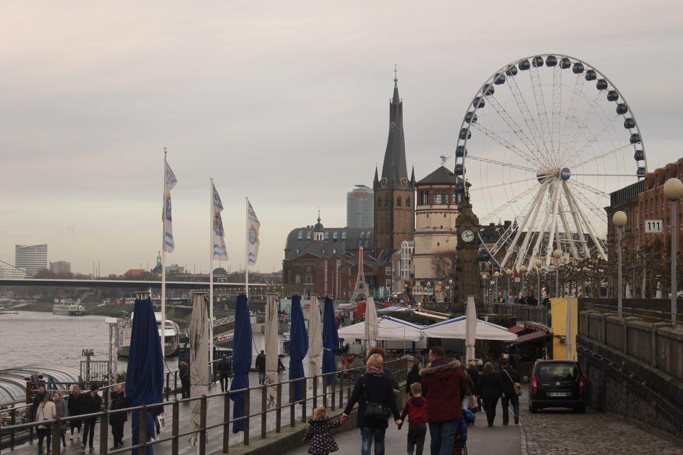Dusseldorf ruota panoramica ph. @poshbackpackers