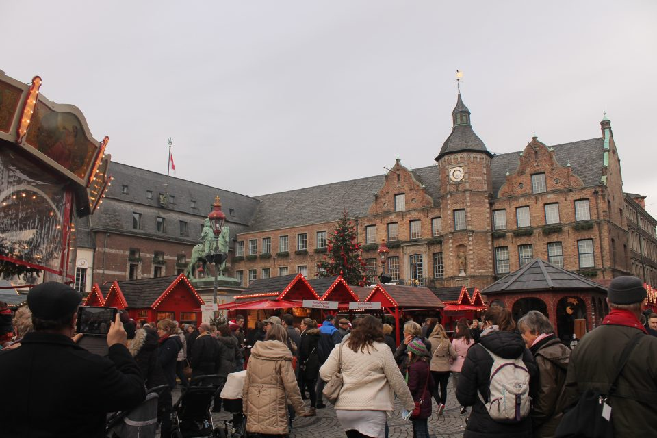 Handwerker-Markt in Marktplatz, dusseldorf mercatini natalizi