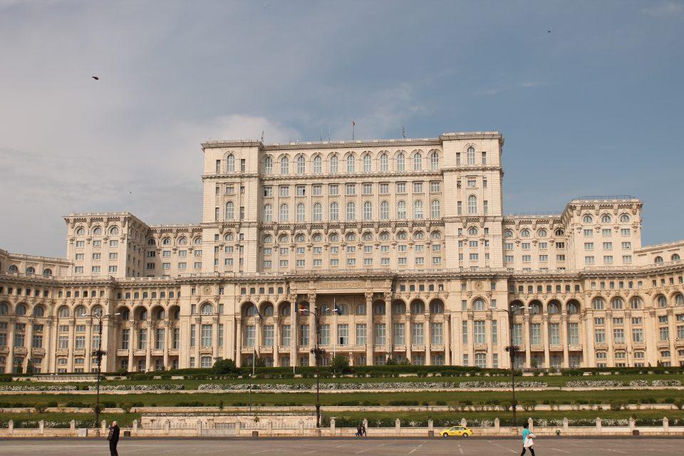 Palazzo presidenziale di Bucarest ph- @poshbackpackers