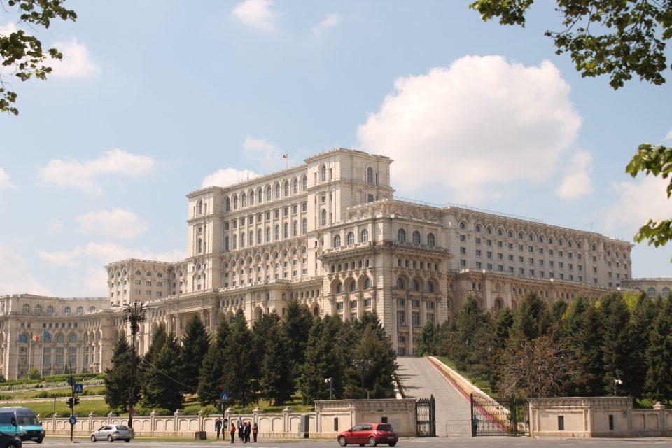 Vista dal Palazzo presidenziale di Bucarest ph- @poshbackpackers