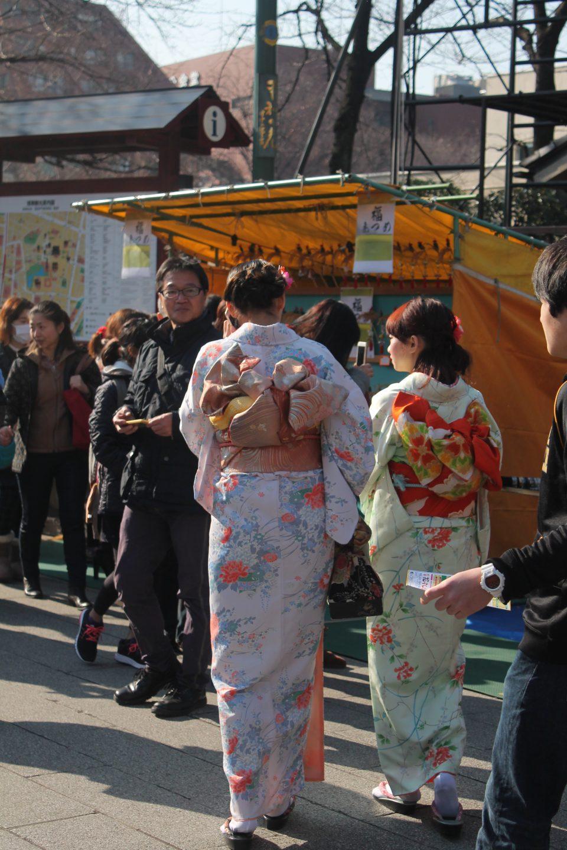Ragazze in abiti tradizionali  giapponesi ph. @poshbackpackers