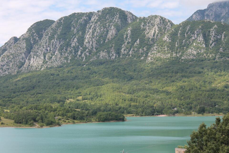 Lago di Castel San Vincenzo, Molise ph. @poshbackpackers