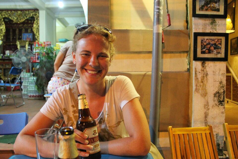 Viaggio di nozze in Sud Est Asiatico - una birra per strada a Hanoi