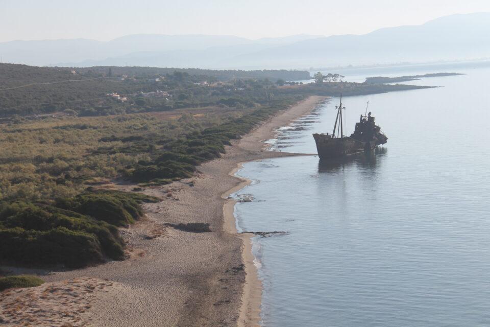 La spiaggia del relitto Dimitrios Gythio