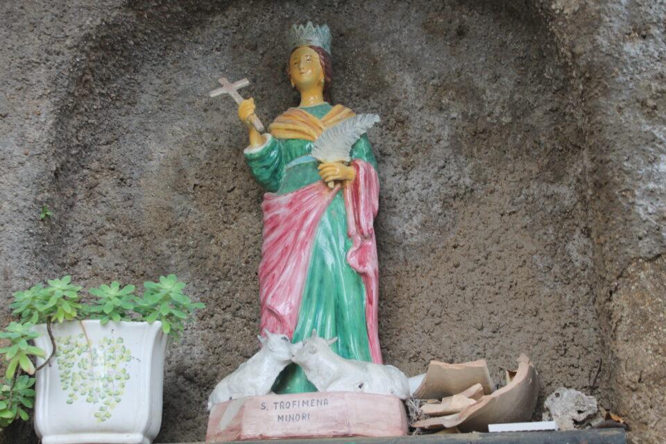 La statua di Santa Trofimena