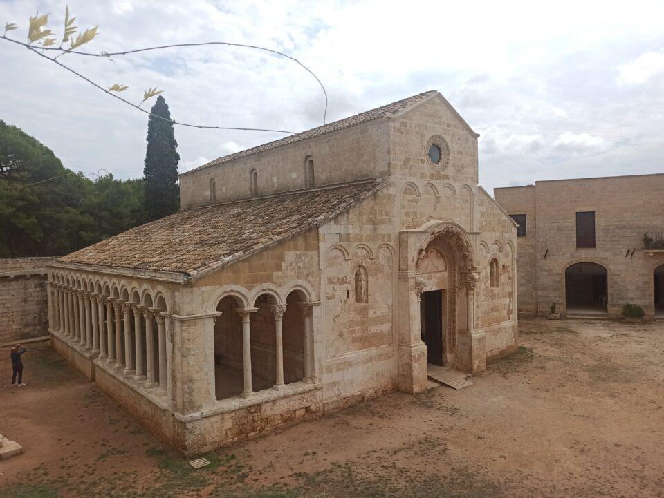 Vista dell'abbazia di Cerrate